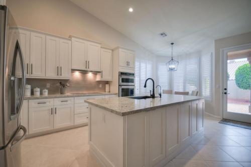 Modern Design Cabinetry White Shaker Kitchen Cabinets