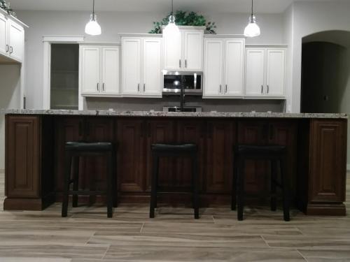 Kitchen & Bath Cabinet Installers in Phoenix AZ & Surrounding Areas
