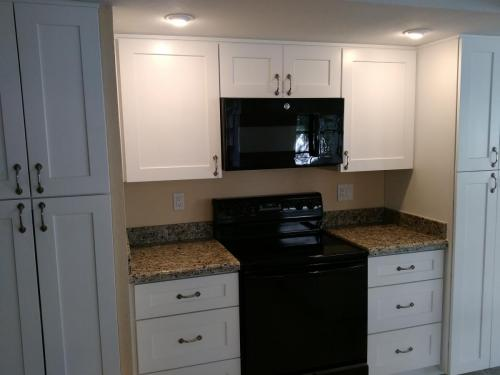 Kitchen Cabinet Project with White Shaker Cabinets, Black Appliances